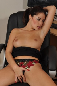 Ava Spreading Her Pussy Lips - Picture 9