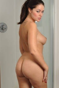 Chubby Girl Ava Naked In The Shower - Picture 2